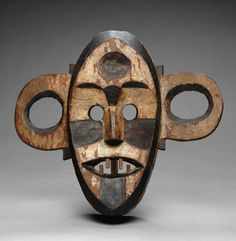 Africa | Mask from the Bao people of DR Congo | Wood, kaolin and pigment | Late 19th to early 20th century