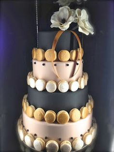 Cake black and gold