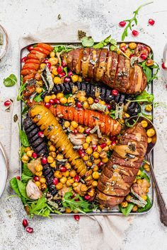 Hassleback Sweet Potato and Chickpea Traybake with Tahini Vegan Recipes Easy, Diet Recipes, Vegetarian Recipes, Cooking Recipes, Vegan Meals, Bean Stew, Savory Snacks, Vegetables
