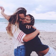 Best friend goals, Ever hug your best friend and think 'wow I'm lucky'! Share with your friends! Bff Pics, Bff Pictures, Summer Pictures, Beach Pictures, Cute Photos, Beach Pics, Summer Pics, Roommate Pictures, Summer Beach