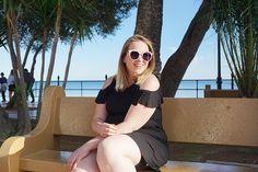 Een nieuwe outfit van een little black dress gecombineerd met een zonnebril op sterkte van Polette.