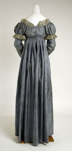 Dress 1815 American - back view  Met Museum