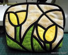 Vitral - necesserie Stained Glass Quilt, Stained Glass Patterns, Celtic Quilt, Glass Blocks, Fabric Bags, Simple Gifts, Handmade Bags, Bag Making, Quilt Patterns