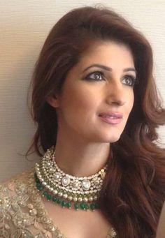 schmuckfotografie in mumbai - Indian Wedding Jewelry, Bridal Jewelry, Gold Jewelry, Bridal Necklace, Peridot Jewelry, Quartz Jewelry, Indian Bridal, Jewlery, Kundan Set