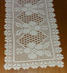 i found this beautiful pattern Crochet Placemats, Crochet Table Runner, Crochet Doilies, Crochet Decoration, Crochet Home Decor, Crochet Borders, Crochet Squares, Thread Crochet, Crochet Stitches