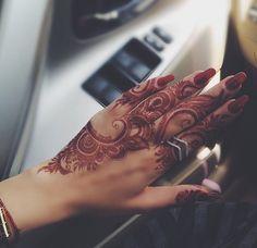 Mehendi❤️ Finger Henna Designs, Arabic Henna Designs, Unique Mehndi Designs, Beautiful Henna Designs, Beautiful Mehndi, Latest Mehndi Designs, Mehendi, Henna Mehndi, Tattoo Henna