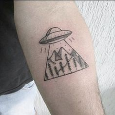 UFO (Desenho que o cliente trouxe) #tattoo #tattooink #tattooartist #tatuagem #tattooed #ovni #ettattoo #alientattoo #ufotattoo #tattoo2me #geometrictattoo #blackworkers #dotwork #ovnitattoo #linework #inspirationtattoo #triangletattoo #onliblacktattoo #linetattoo #netotattoors #marjanabruntattoo