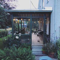 I september (Johanna Bradford) Roof Design, Exterior Design, Interior And Exterior, Porch Garden, Home And Garden, Beautiful Buildings, Beautiful Homes, Outdoor Spaces, Outdoor Living