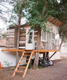 how cool is this treehouse in Provo, Utah?!