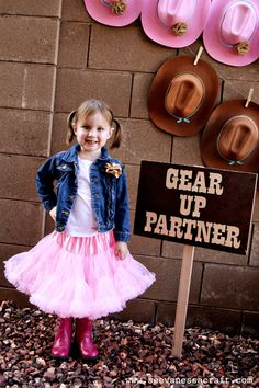 Cowgirl Party - adorable tutu and great decor idea!