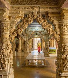 Indian Temple Architecture, India Architecture, Ancient Architecture, Amazing Architecture, Architecture Details, Building Architecture, Temple India, Jain Temple, Shiva Art