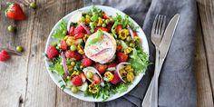 Tarjoa näyttävän näköistä Kesäistä marjasalaattia grillatulla vuohenjuustolla tai halloumilla.