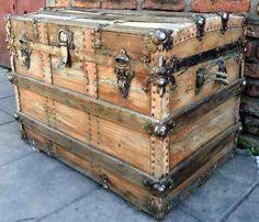 Baúl de cedro antiguo