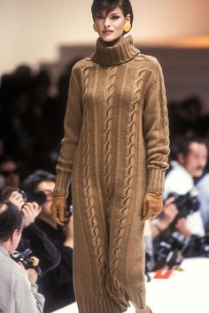 Linda Evangelista walked for Laura Bigoitti 1992