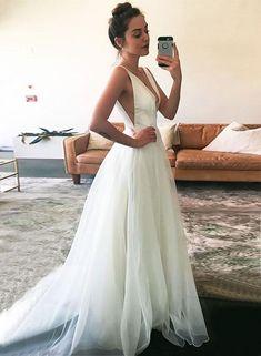 32fcf1693140 White v neck tulle long prom dress