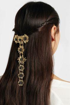 Haarjuweel in vlecht gehangen
