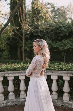 Modern Styled Shoot with a Classic Twist | Intimate Weddings - Small Wedding Blog - DIY Wedding Ideas for Small and Intimate Weddings - Real Small Weddings #intimatewedding #styledshoot #bridalinspiration #weddingideas #weddinghair #bridalhair #weddingdress