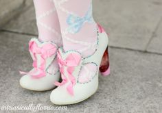 fluffkitten:  xen-dance:  Irregular Choice fairy heels  Wowee these are interesting i like them.