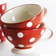 Tasse à thé Gros pois rouge Déjeuner sur l'herbe http://www.deco-et-saveurs.com/vaisselle-petit-dejeuner/406-tasse-a-the-gros-pois-rouge-40cl-x1-dejeuner-sur-l-herbe-0370032427477.html