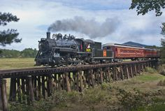 Enjoy an old-fashioned railroading experience as you journey on historic rail routes in vintage passenger cars from our 1874 train station in North Conway, NH. New England Fall, New England Travel, Heritage Railway, Old Steam Train, North Conway, Stowe Vermont, Train Pictures, Steam Locomotive, Train Travel