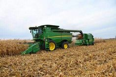 John Deere S680 combine pulling a Hilco attachemt Tractor