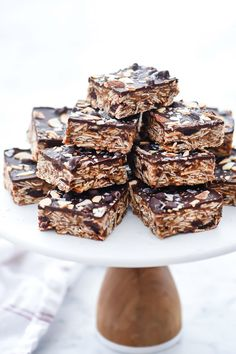 These no-bake bars are packed with healthy ingredients and just the right amount of chocolate to make a treat worthy of breakfast, snack-time, and dessert. Healthy Dessert Recipes, Cookie Recipes, Easy Recipes, Healthy Snacks, Healthy Cookies, Bread Recipes, Breakfast Recipes, Vegan Recipes, Snack Recipes