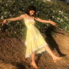 """honey is worn out (they/them) ✿ bIm on Twitter: """"tw thinspo… """" Mode Chanel, Looks Cool, Mode Inspiration, Aesthetic Clothes, The Dress, Dress Girl, Pretty Dresses, Cute Outfits, Poses"""