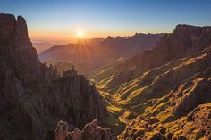 """Ryan Simpson on Instagram: """"Sunrise over the Madonna and Her Worshippers #Drakensberg #SouthAfrica #KwazuluNatal #MountainVibes #HikingSA #LiveToExplore…"""" Kwazulu Natal, Madonna, South Africa, Sunrise, Explore, Mountains, Book, Places, Travel"""