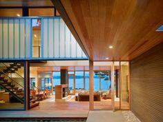 Casa moderna http://www.arquitexs.com/2014/01/casa-moderna-fachada-madera-courtyard.html