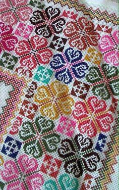 Cross Stitch Designs, Cross Stitch Patterns, Cross Stitch Pillow, Lassi, Hand Art, Hobbies And Crafts, Bead Crafts, Needlework, Quilts