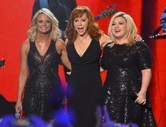 Reba McEntire 2014-12-16 American Country Countdown Music Awards performing with Miranda Lambert and Kelly Clarkson