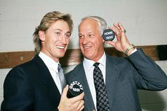 """NHL great Wayne Gretzky issued a statement Friday on the passing of Gordie Howe, calling Howe """"the greatest hockey player ever. Wayne Gretzky, Hockey Games, Ice Hockey, Hockey Mom, Montreal Canadiens, Nhl Highlights, Red Wings Hockey, Sports Personality, Nhl News"""