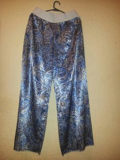 Pantalon con arabesco