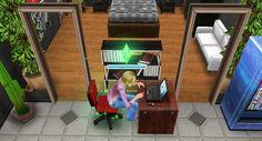 María está en una video conferencia con el director de la institución educativa donde labora.