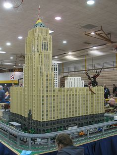 LEGO Fisher Building model at Ann Arbor Train Show by DecoJim, via Flickr Awesome Lego, Cool Lego, Lego Skyscraper, Nerd Stuff, Cool Stuff, Lego Trains, Fairs And Festivals, Lego Models, Lego Moc