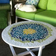 Thrift store table recreated into mosaic art. Mosaic Diy, Mosaic Garden, Mosaic Crafts, Mosaic Projects, Mosaic Glass, Mosaic Tiles, Stained Glass, Glass Art, Mosaic Designs