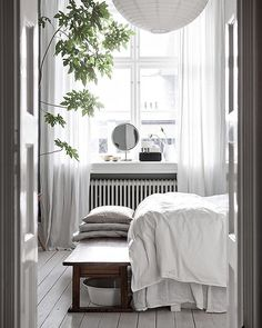 Wit this Scandinavian bedroom, your Scandinavian home decor will look dazzling! Design Scandinavian, Scandinavian Bedroom, Swedish Bedroom, Scandinavian Apartment, Deco Boheme Chic, Home Interior, Interior Design, Interior Paint, Modern Interior
