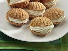 Plněné kokosové mušle - Vánoční Deník Low Carb Desserts, Easy Desserts, Dessert Recipes, Mini Cakes, Cupcake Cakes, Czech Desserts, Low Carb Brasil, Czech Recipes, Arabic Food