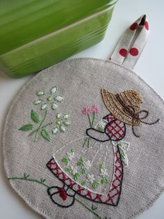 37 ideas for embroidery hoop crafts paint Embroidery Hoop Crafts, Hand Embroidery Videos, Baby Embroidery, Embroidery Flowers Pattern, Hand Embroidery Stitches, Hand Embroidery Designs, Ribbon Embroidery, Brazilian Embroidery, Fabric Painting