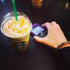 #inst10 #ReGram @maksymjankowski: Chill out. Расслабон. @blackberry @blackberryclubs #starbucks #coffee #spb #piter #saintpetersburg #stpetersburg #спб #старбакс .#мода #люкс #блекберри #blackberry  #BlackBerryClubs #BlackBerryPhotos #BBer #RIM #QWERTY #Keyboard #OldBlackBerry #BlackBerryBold