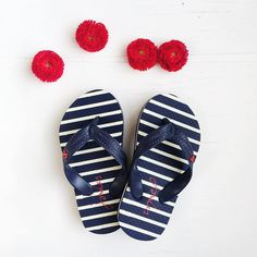 Gorgeous kids flip flops by Joules. Perfect summer footwear for little ones. has a huge range of Little Joules. Nautical Stripes, Navy Stripes, Joules Kids, Kids Flip Flops, Picnic In The Park, Beautiful Shoes, Summer Shoes, Looks Great, Blue And White
