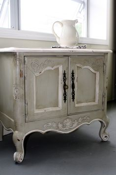 Vintage Painted French Country .
