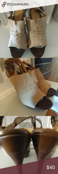 Mothers day special. Nice west West heel 4 to 5 in Nine West worn 2 times love them with jeans Nine West Shoes Sandals
