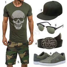 Cooles Männer-Outfit mit Flexfit Cap, Shirt mit Totenkopf-Motiv, Rivacci Sonnenbrille, Tommy Hilfiger Gürtel, Army Shorts und Lacoste Schuhen.