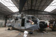 Le musée de Dax fait des efforts pour disposer d'appareils des trois armées et de la Gendarmerie. Ce Super Frelon, « Miss Belligou », fait partie des derniers appareils retirés du service en 2010 © Frédéric Lert / Aerobuzz.fr