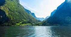 O vilarejo de Gudvangen, no extremo do Fiorde Nærøy, é popular ponto de partida para explorar algumas das áreas mais isoladas das montanhas da região