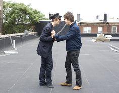 Liam Gallagher and Gem Archer Noel Gallagher Young, Liam Gallagher Oasis, Banda Oasis, Gem Archer, Oasis Music, Liam And Noel, Oasis Band, Britpop, Nikki Sixx