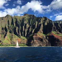 Kauai é uma das Ilhas do #Hawaii que super recomendo a visita principalmente se estiver disposto a conhecer Na Pali Coast. É esse lugar que faz o investimento valer a pena, lembrando que nada é barato por aqui. Optamos pelo pacote da Hawaiian Airlines. Vôo Oahu/Kauai (dura 18 minutos) p/ 2 pessoas + 2 diárias de hotel + 3 diárias de carro = U$900 #vidalafora #trip #gopro #sejoga #meuplaneta #fui #partiu #morarfora #multishow