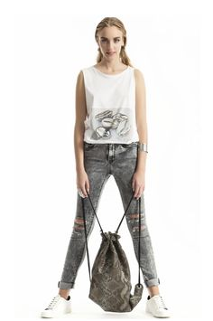 Voluto Printed T-shirt Jean Top, New Fashion Trends, Online Fashion Stores, Handmade Clothes, World Of Fashion, Casual Shoes, Brand New, Clothes For Women, Printed