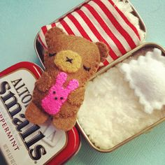 The sweetest little project I've ever seen! Teddy in an altoid tin.Just have to find altoid mints now.